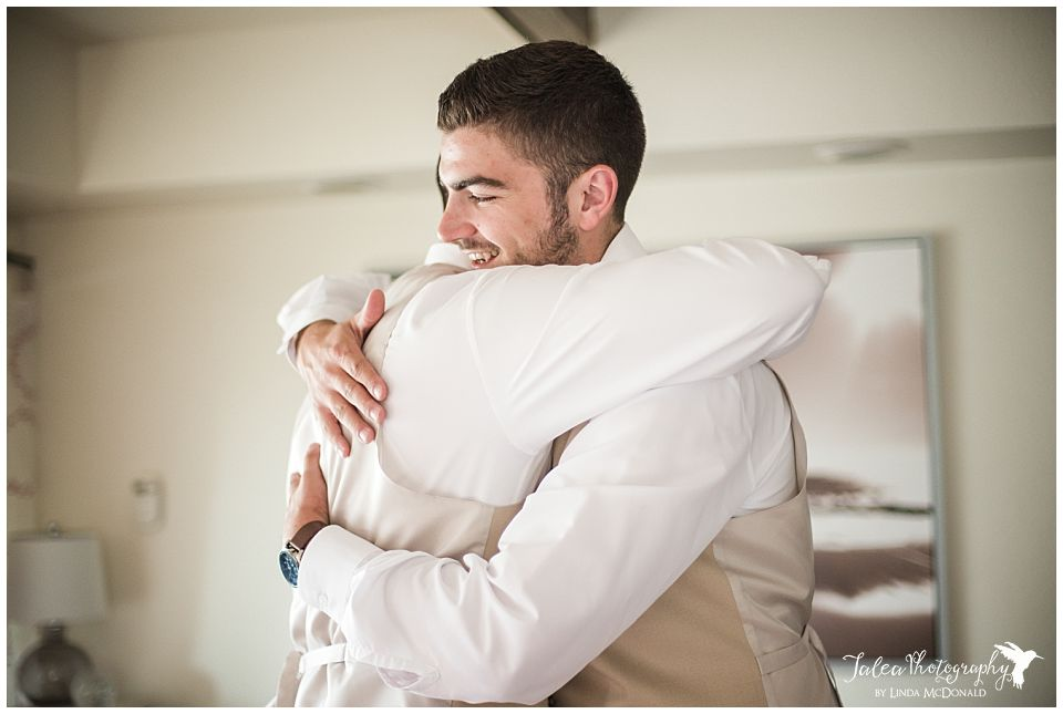 best-man-hugging-groom