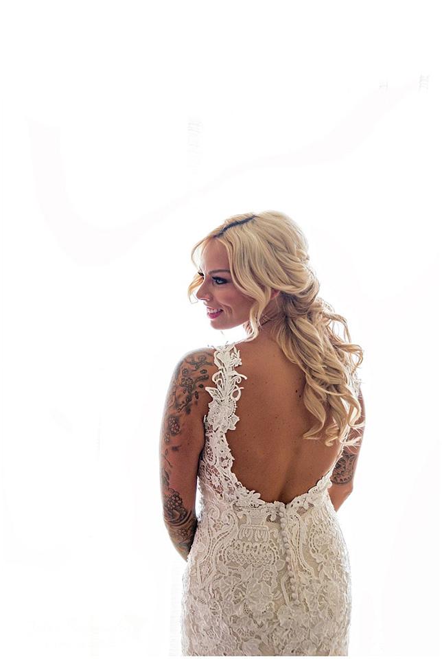 pretty-bride-looks-like-marilyn-back-of-dress