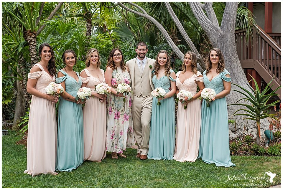 catamaran-resort-wedding-san-diego-groom-with-bridesmaids