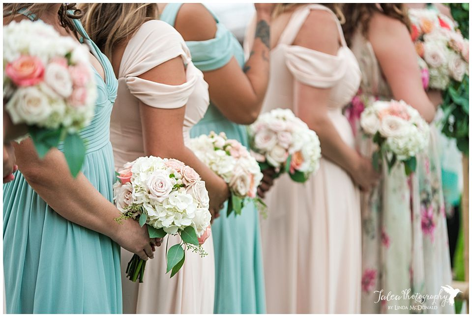 bridal-bouquets-in-a-row