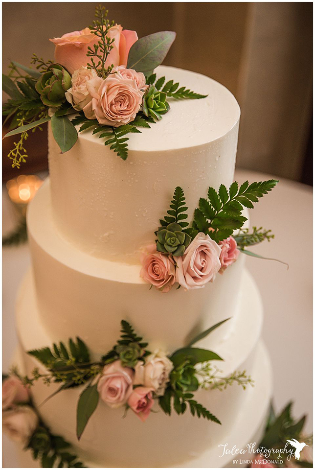 wedding-cake-with-pink-roses-and-succulents