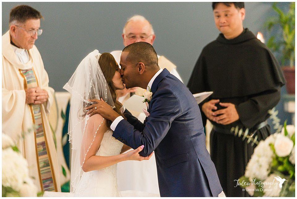 wedding-ceremony-first-kiss
