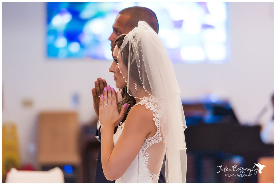 catholic-church-ceremony-bride-groom-praying