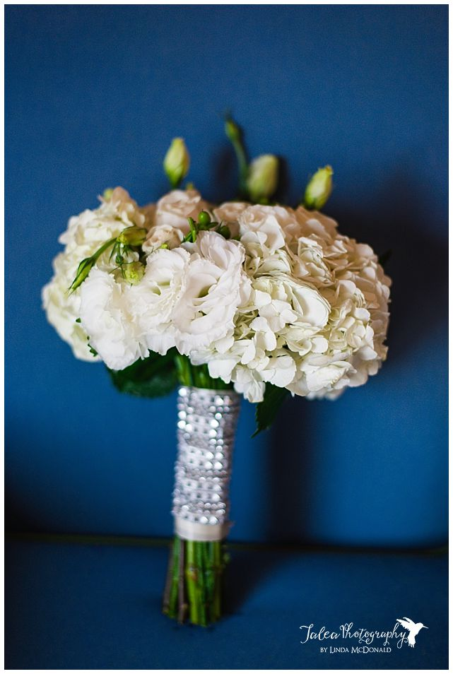 pretty-bridal-bouquet-on-blue-background