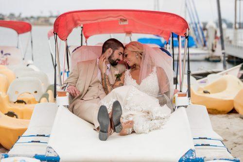 romantic-photo-bride-groom-in-boat