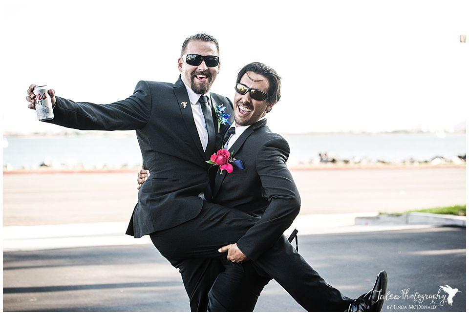 groomsmen-picking-up-groom-fun-pose