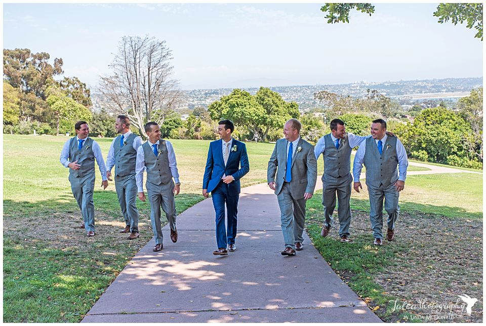 groom-groomsmen-walking-at-kate-sessions-park