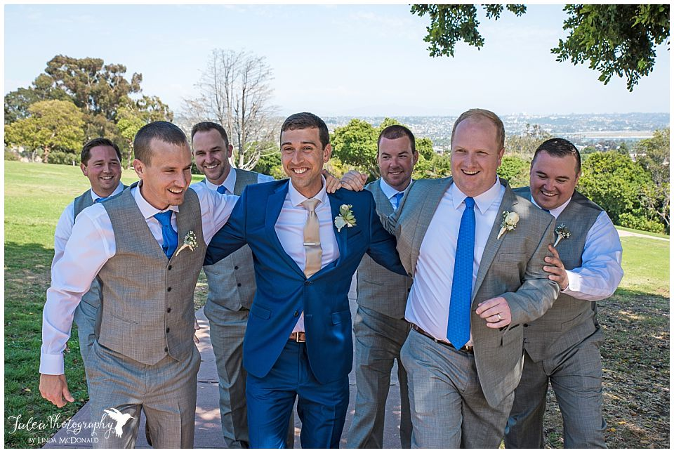 groom-groomsmen-walking-in-huddle-kate-sessions-park