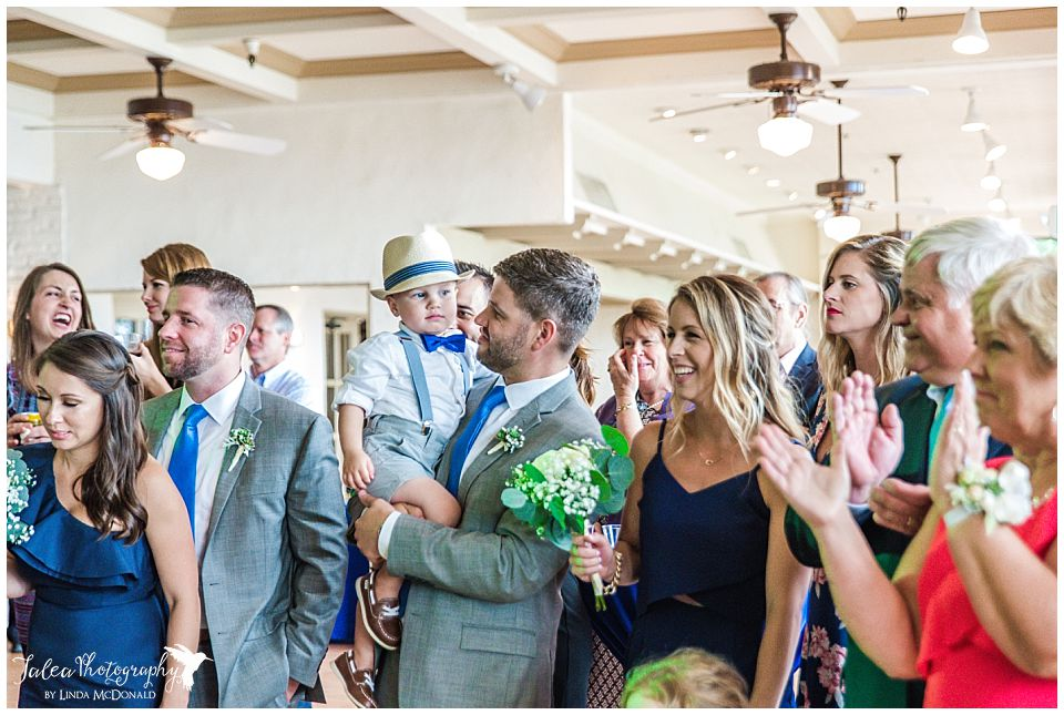wedding-guests-clapping-for-grand-entrance