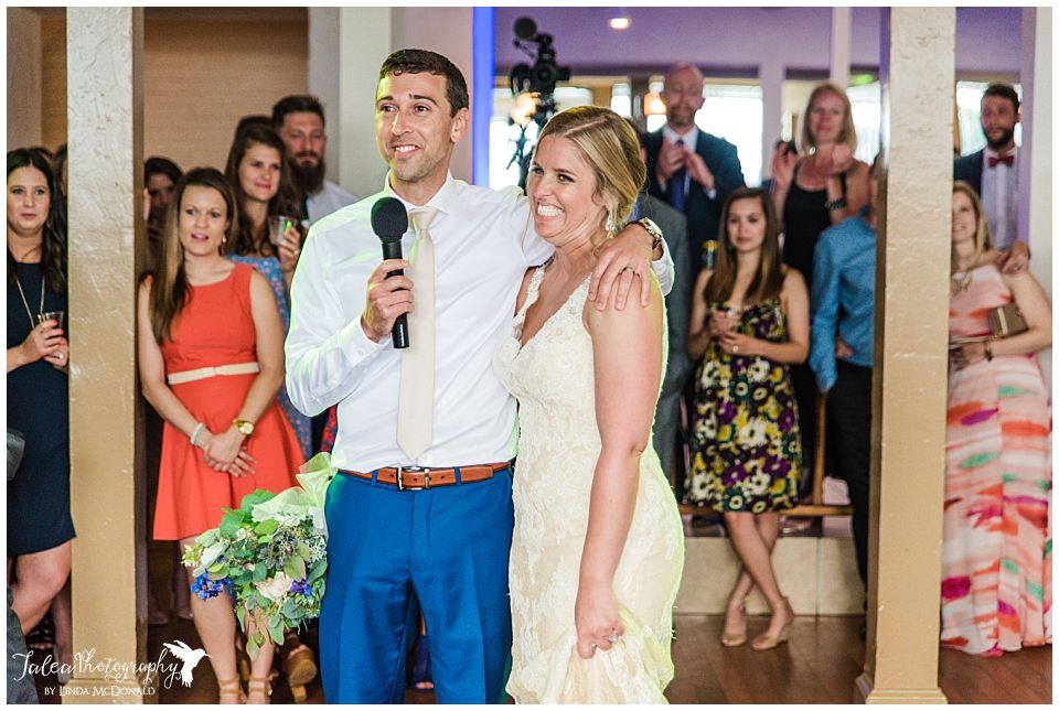 bride-groom-giving-speech-after-grand-entrance