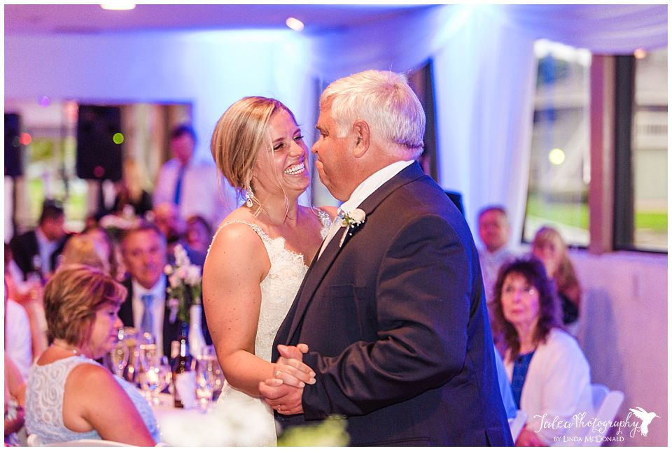 bride-laughing-during-father-daughter-dance