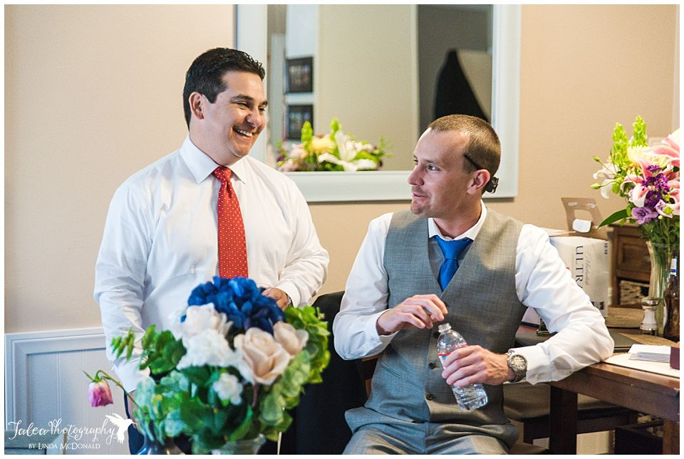 groomsmen-chatting-in-apartment-before-ceremony