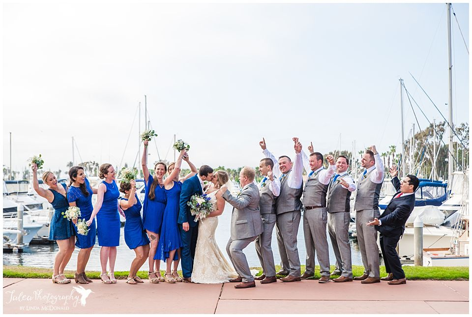 wedding-bridal-party-cheering-couple-on-as-they-kiss