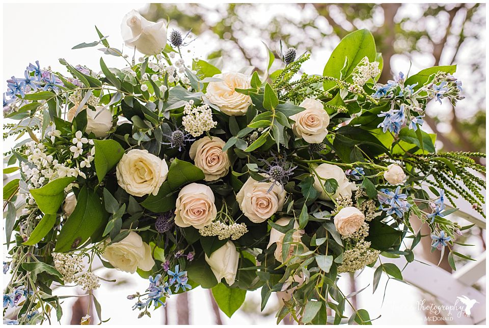 wedding-flower-arrangement-off-white-roses