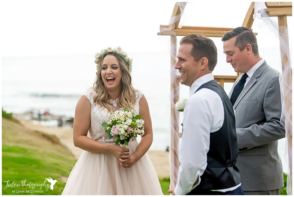 bride-laughing-at-cuvier-park-la-jolla-wedding-ceremony