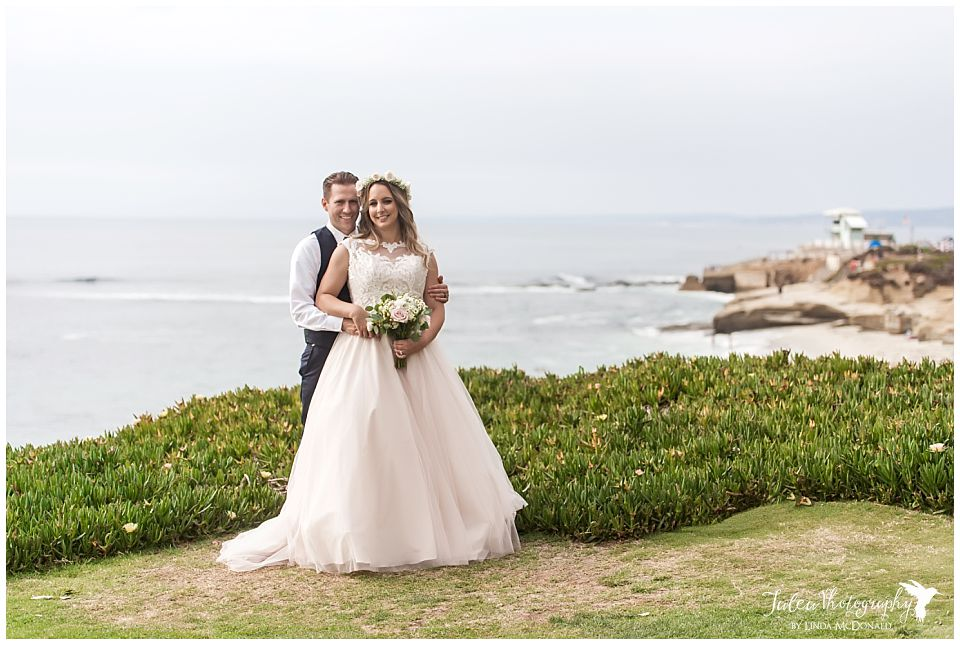 bride-groom-posing-by-la-jolla-beach-cuvier-park