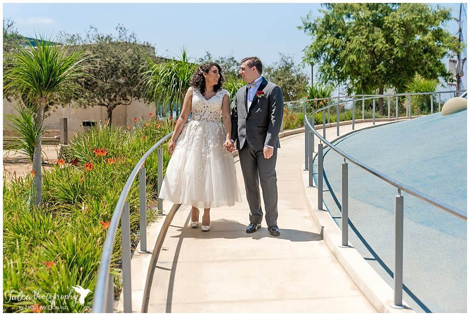 couple-walking-together-san-diego-county-courthouse