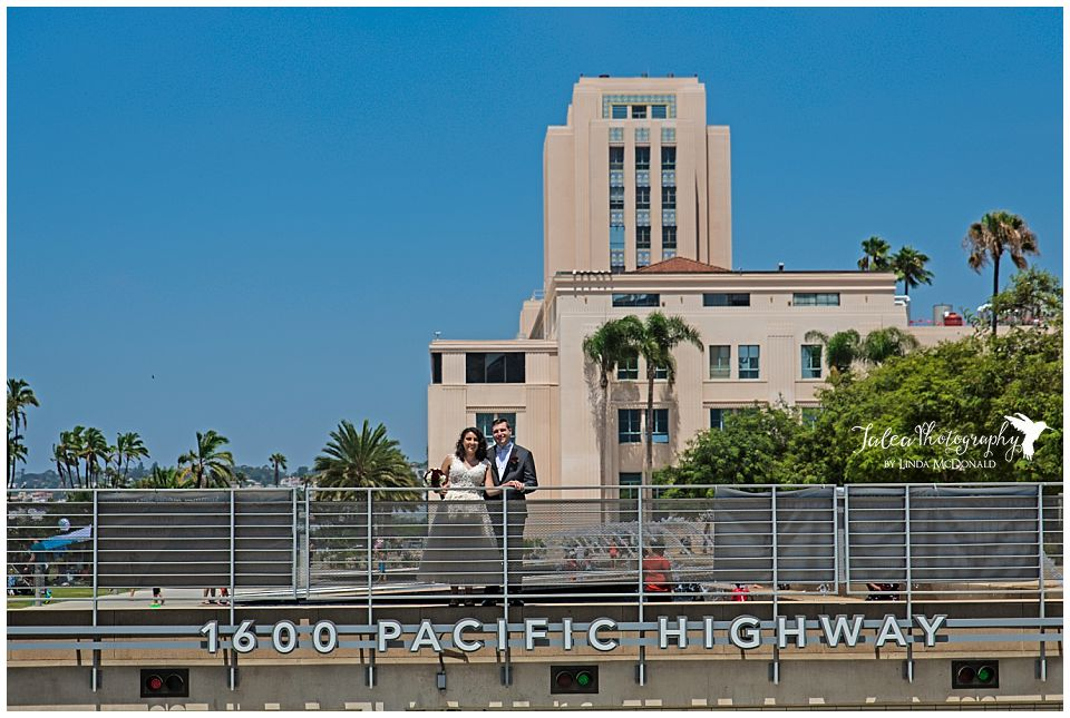 married-couple-posing-in-front-of-pacific-highway
