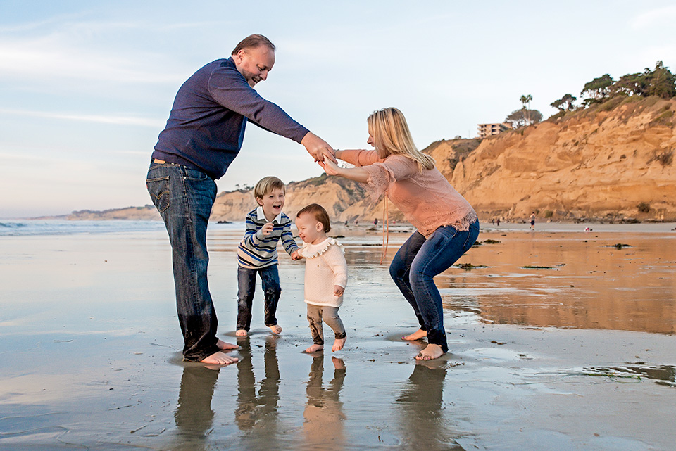 Family-Playing-at-La-Jolla-Shores-San-Diego-Photographer