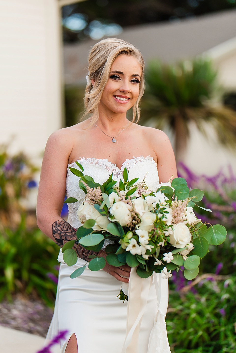 bride with bouquet martin johnson house wedding