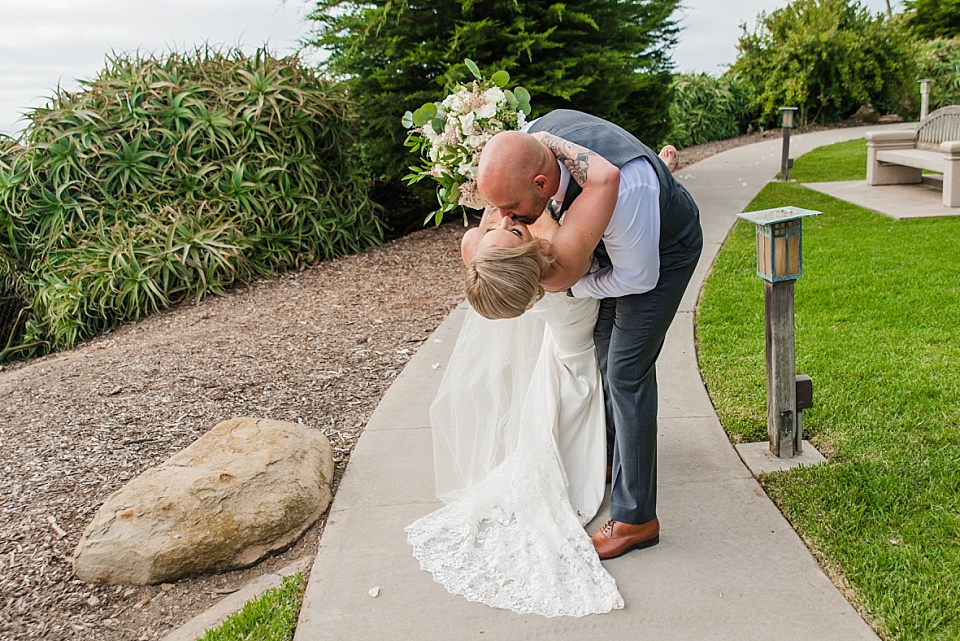 groom dipping bride at la jolla scripps wedding